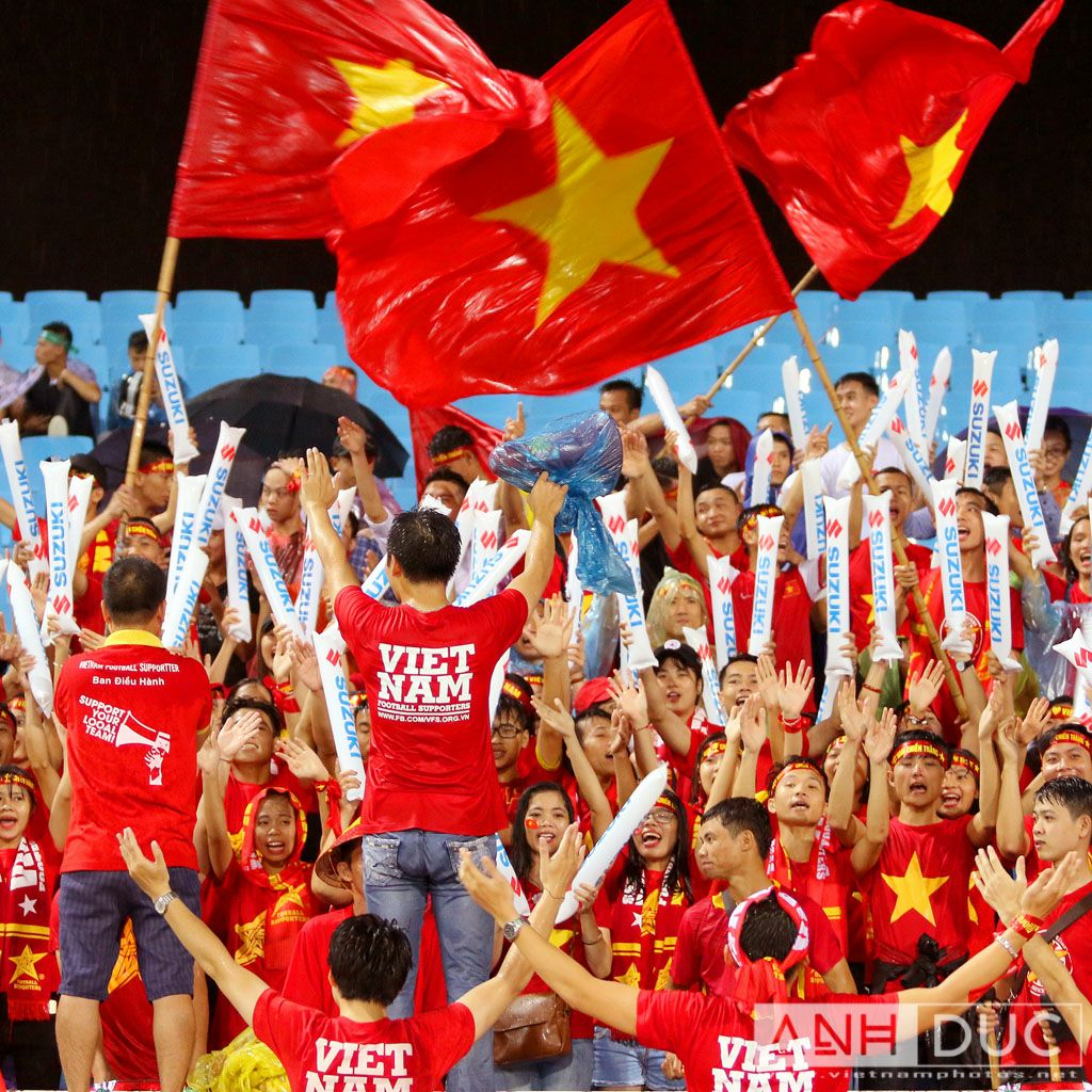 Vietnam supporters in the rain